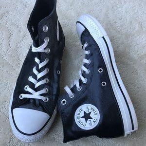 Black velvet Converse
